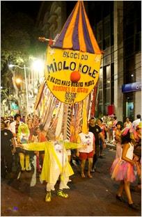 Primeiro desfile do bloco carnavalesco Miolo Mole no Recife