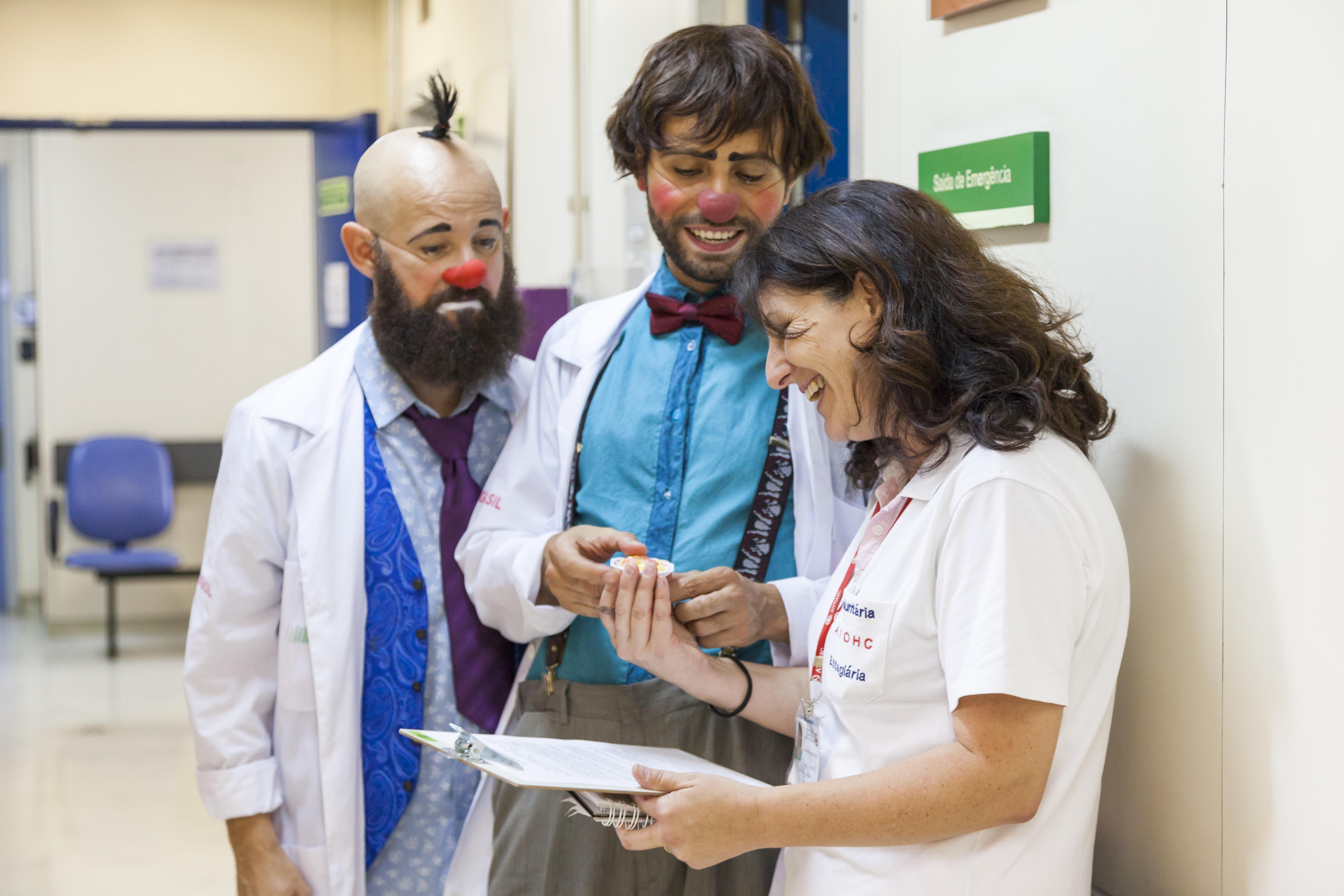 Me ajuda a encontrar o Dr. Artur?